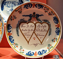 Musée_Boyadjian_MRAH_20_11_2011_Assiette_mariage_Delft