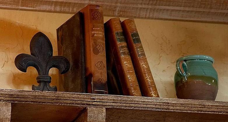 800px-Books_on_a_shelf