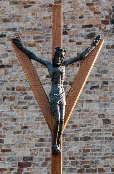 "© Dietmar Rabich, rabich.de/ Wikimedia Commons/ ""Dülmen, Heilig-Kreuz-Kirche, Kreuz -- 2015 -- 5179"", via Wikimedia Commons"